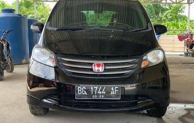 HONDA FREED E 1.5 A/T