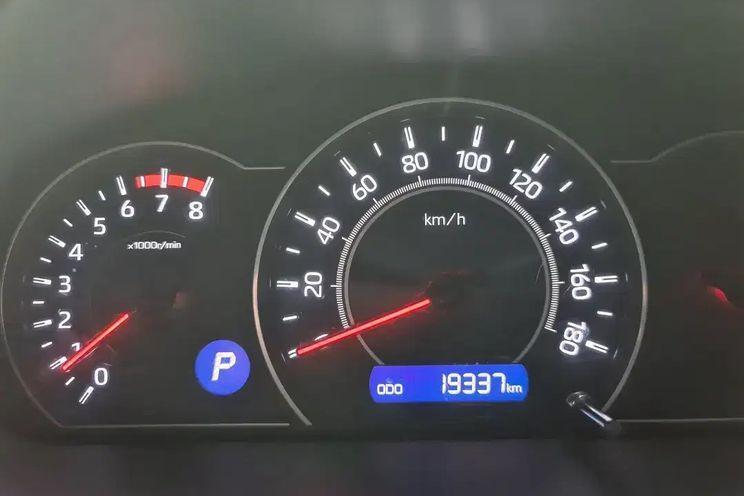 Toyota Voxy 2.0l At Cbu