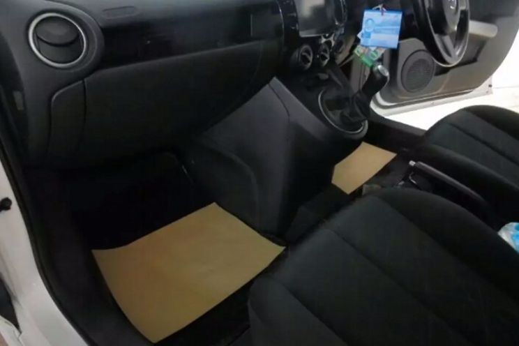 Mazda Mazda 2 v M/T