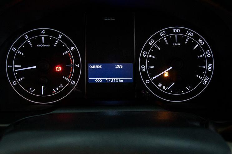 Toyota Innova g M/t Bensin