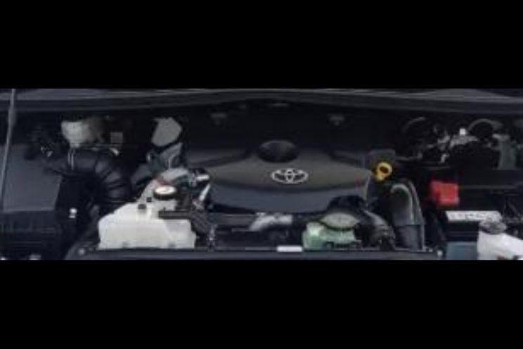 Toyota Venturer 2.4 At Dsl